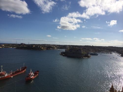 where to live in malta